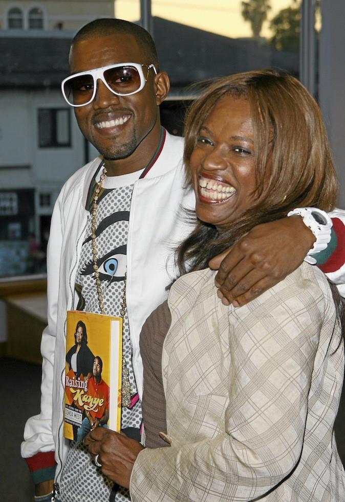 Kanye West et sa mère aujourd'hui décédée, Donda.