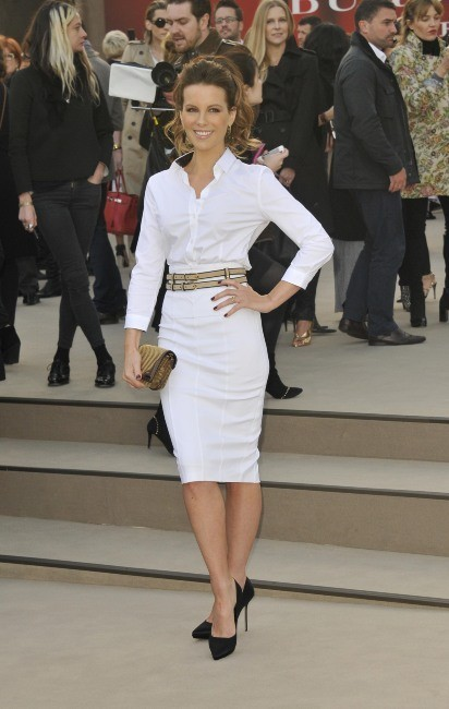 Kate Beckinsale se rendant au défilé Burberry à Londres, le 18 février 2013.