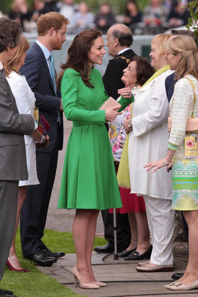 Photos : Kate de Cambridge : une fleur parmi les fleurs pour applaudir Charlotte !