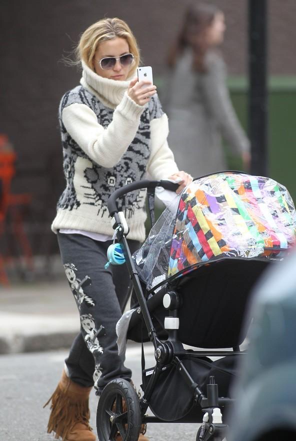 Kate Hudson en balade avec Bingham le 4 mai 2012