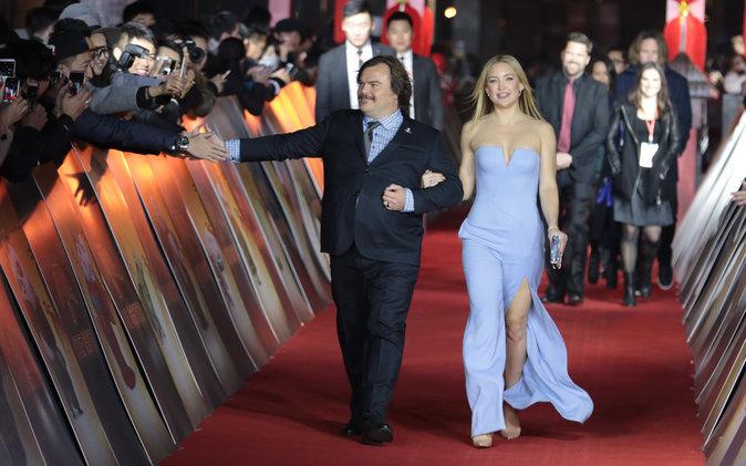Kate Hudson glamour au bras de Jack Black pour la première de Kung Fu Panda 3