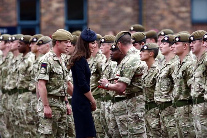 Kate entouré de garçons !