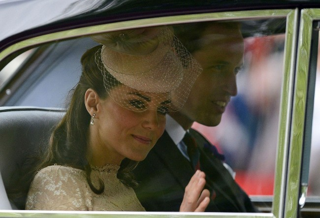Kate Middleton et le prince William se rendant à la cathédrale St Paul, le 5 juin 2012.