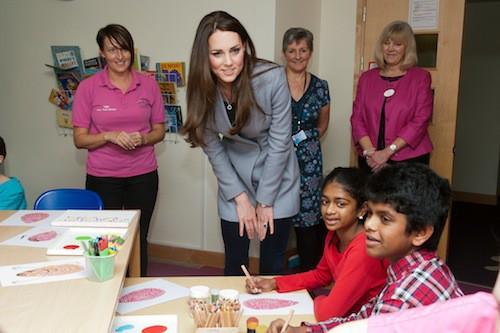 Photos : Kate Middleton : chansons et comédie, elle se rend au chevet d'enfants malades !