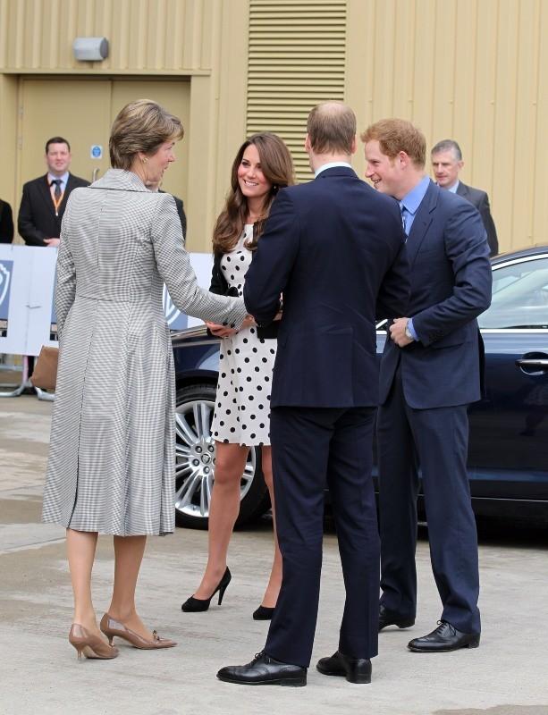 Kate Middleton, le prince William et le prince Harry dans les studios Warner à Leavesden, le 26 avril 2013.