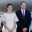 Kate Middleton et le prince William à l'aéroport d'Honiara, le 18 septembre 2012.