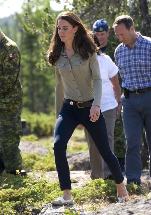 Kate toute mimi en jean moulant !