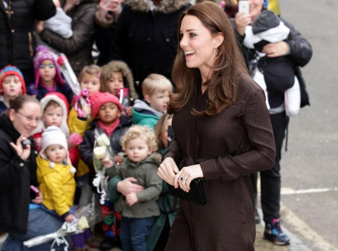 Kate Middleton sublime, les mamans l'admirent !
