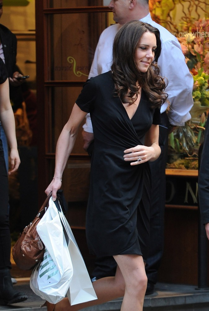 Kate nage dans ses robes taille S