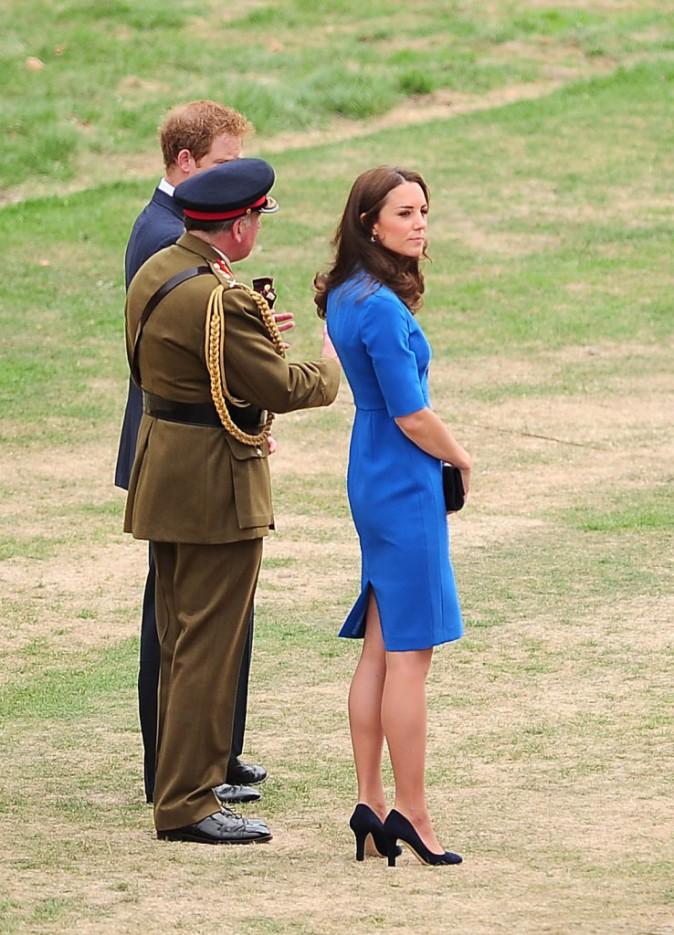 Kate Middleton à Londres le 5 août 2014, dans un champ de coquelicots artificiels installés pour l'anniversaire des 100 ans du début de la pre...