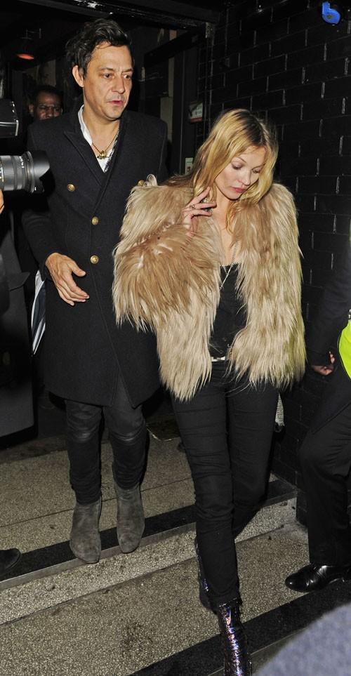 Kate Moss et son mari Jamie Hince à la sortie du concert de Prince organisé à Londres le 17 février 2014