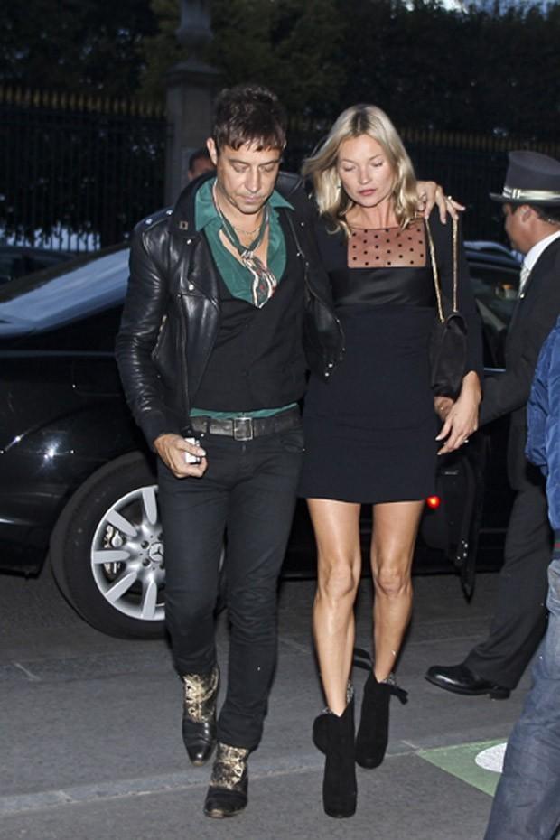 Jamie Hince et Kate Moss arrivent au Fumoir à Paris le 1er octobre 2012