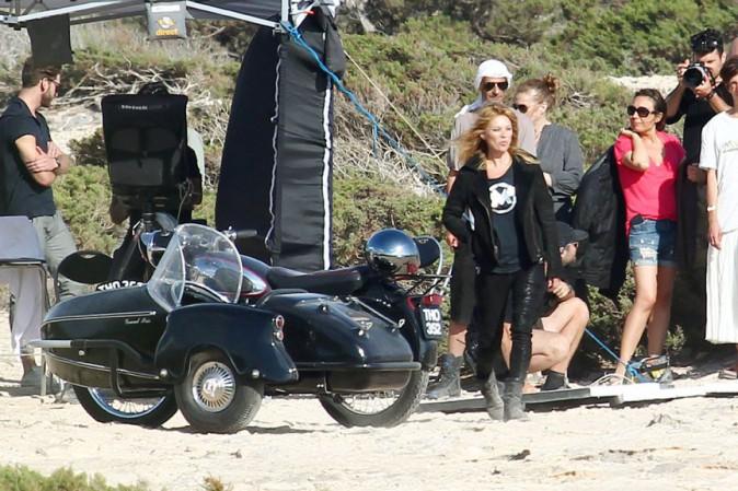 Kate Moss en shooting à Ibiza le 24 juin 2014