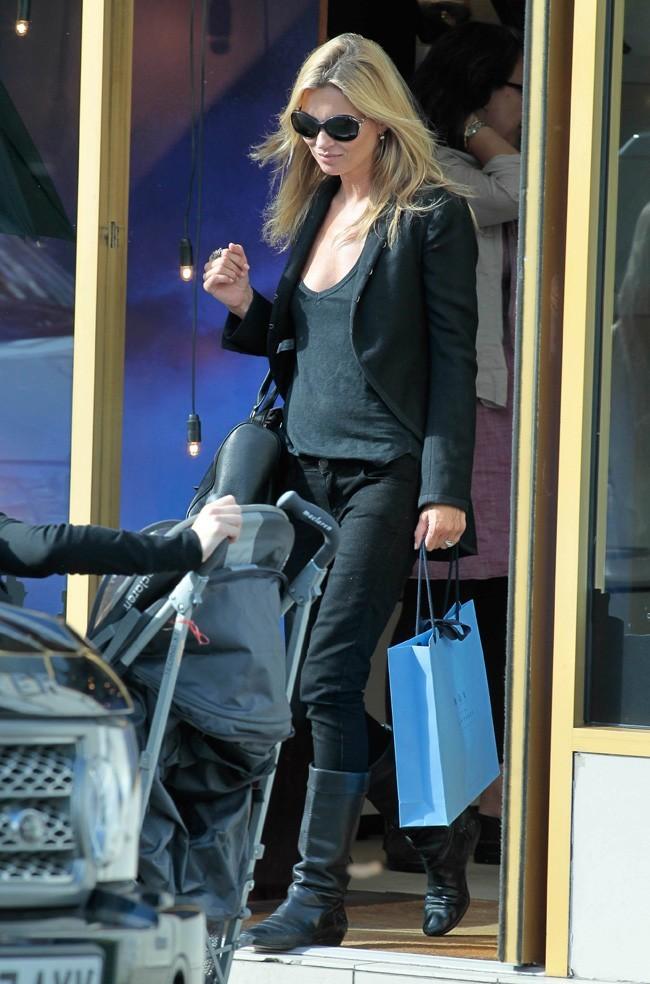 Kate Moss porte toujours le même uniforme, le 12 septembre 2011