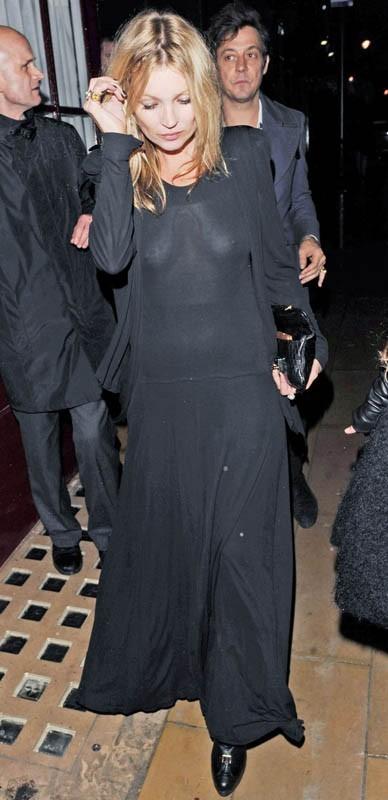 Kate Moss sort d'une soirée à Londres