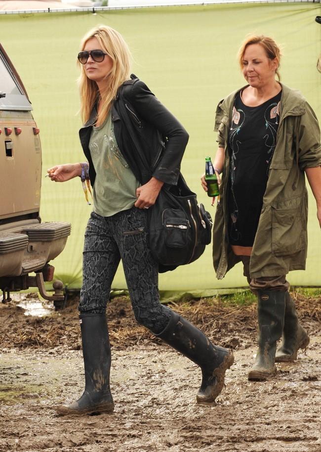 """Kate Moss n'a pas du tout apprécié de se faire """"pointer"""" comme une vulgaire fan !"""