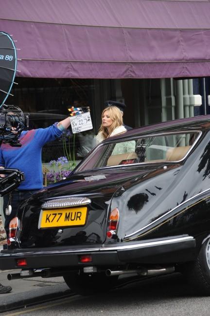Kate Moss en shooting à Londres, le 24 juin 2013.