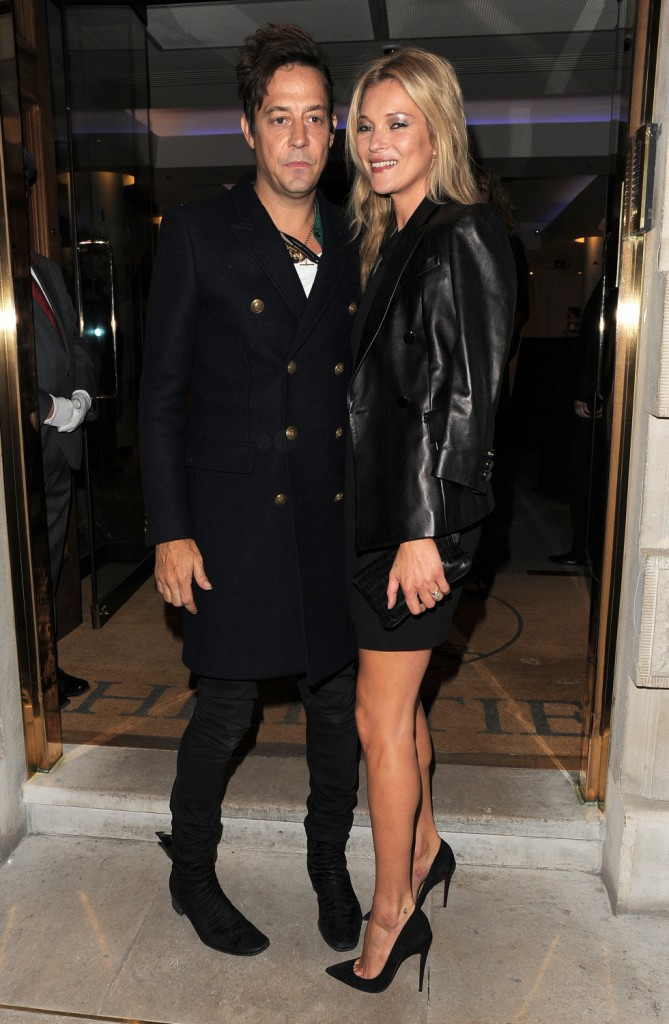 Photos : Kate Moss: resplendissante à côté de son mari, elle paraît dix ans de moins !