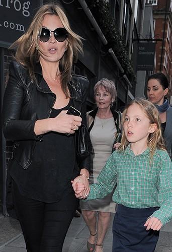 Kate Moss et sa fille à Londres le 8 mai 2013