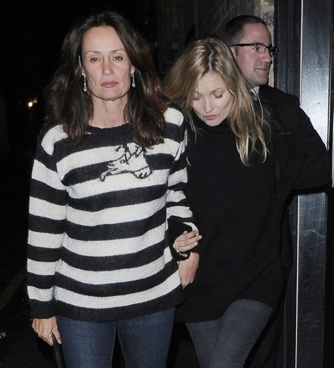 Kate Moss : totalement bourrée à la sortie d'un dîner entre amis !