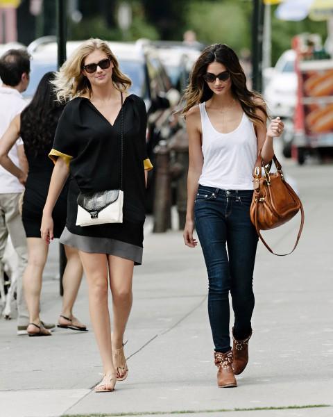 Kate Upton et son amie Lily Aldridge à New York, le 30 juillet 2013.