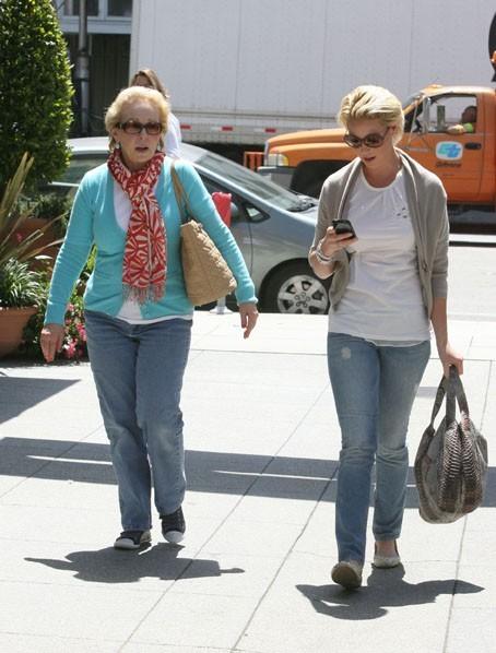 Katherine Heigl et sa maman Nancy à Los Angeles, le 14 avril 2011.
