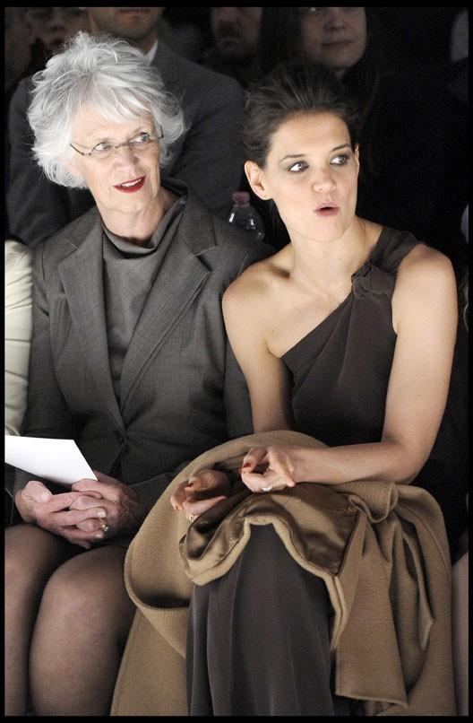 Katie Holmes et sa maman Kathleen au défilé Max Mara à Milan, le 24 février 2011.
