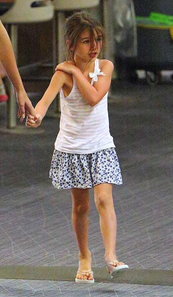 Katie Holmes et Suri, aéroport de New York, 24 juillet 2012