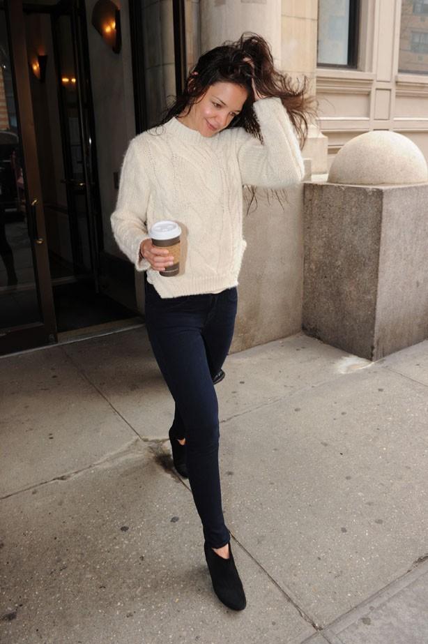 Pas coiffée, pas le temps de prendre un café, Katie Holmes est pressée !