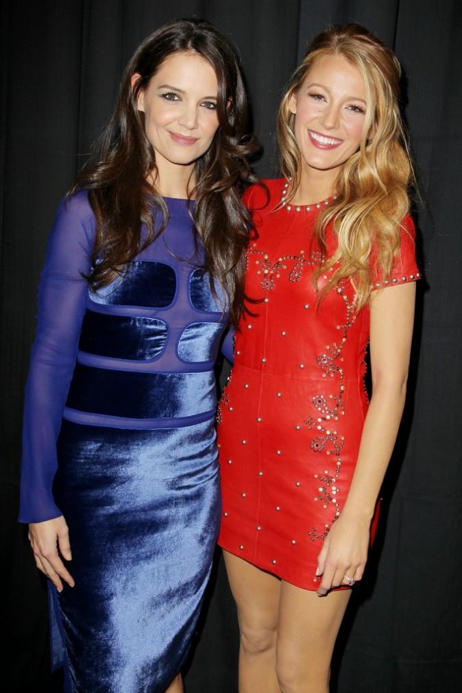 """Katie Holmes et Blake Lively lors du show """"12-12-12 Concert for Sandy Relief"""" à New York, le 12 décembre 2012."""