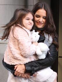 Katie Holmes s'amuse des grimaces de sa fille !