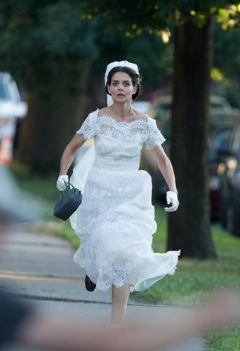Photos : Katie Holmes : que fait-elle en robe de mariée avec Suri ?