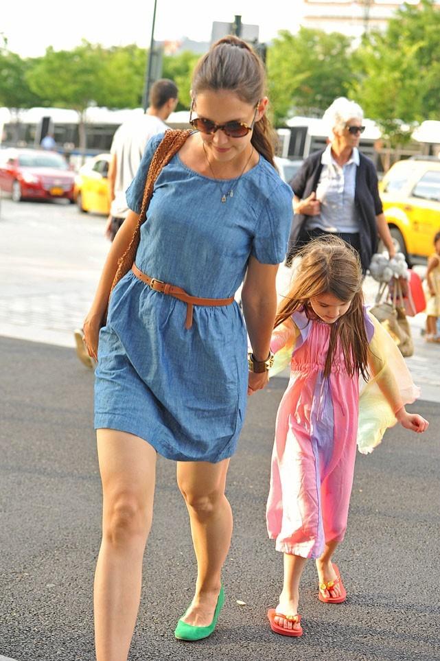 Katie Holmes avec sa fille Suri et sa maman Kathleen à New-York le 10 juillet 2012
