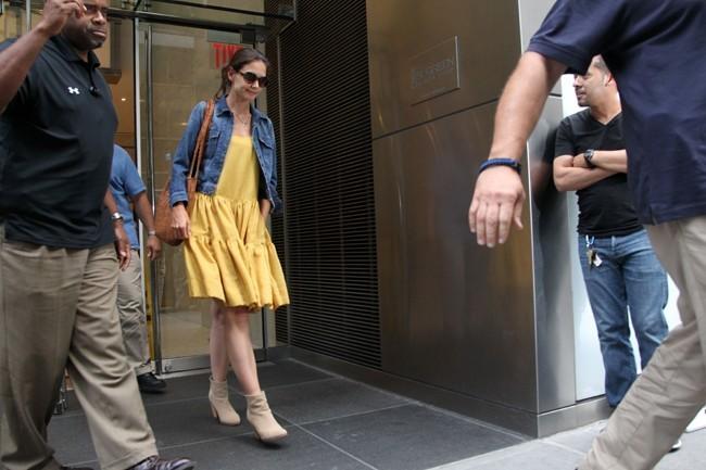 Katie vient de passer plusieurs heures chez son avocat...