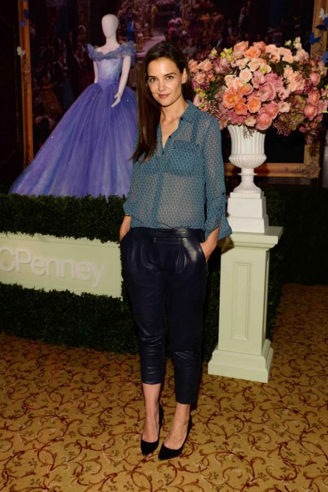 Katie Holmes : toute en beauté pour juger des futures robe de princesses !