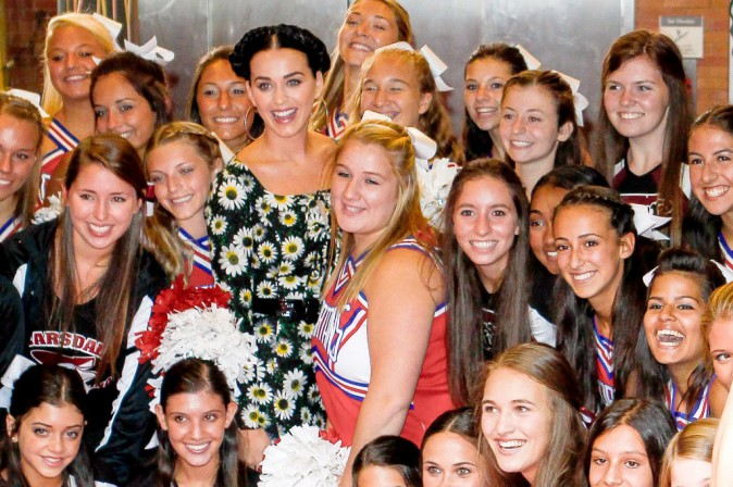 "Katy Perry faisant la promo de son single ""Roar"" dans l'émission Good Morning America, le 6 septembre 2013"