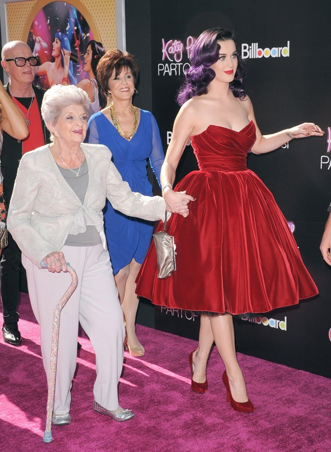 Katy Perry et sa grand-mère le 26 juin 2012 à Los Angeles