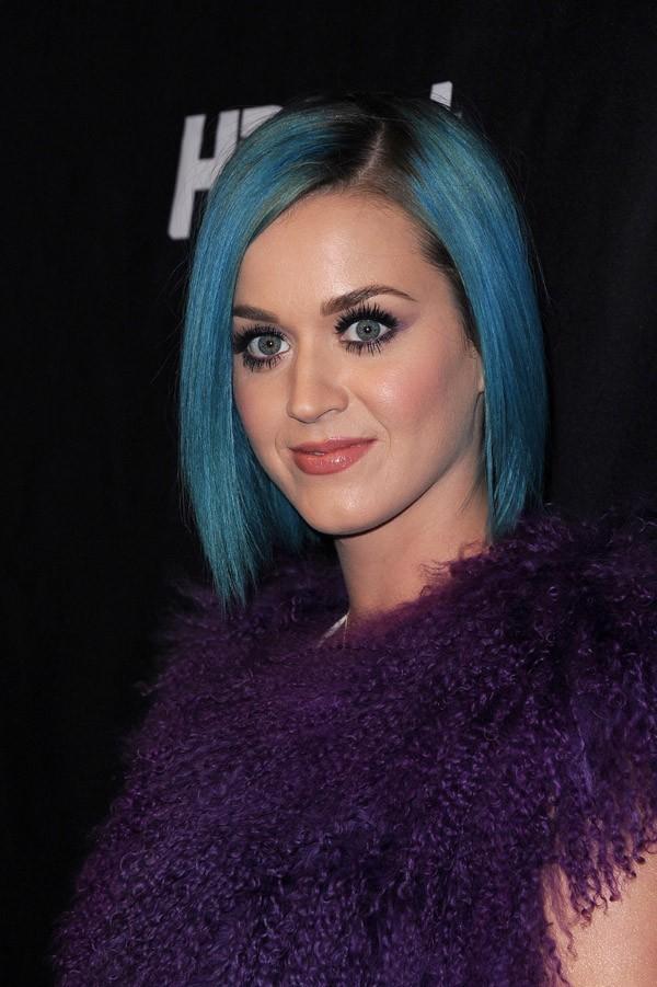 Des cheveux bleus pour arrêter de broyer du noir ?