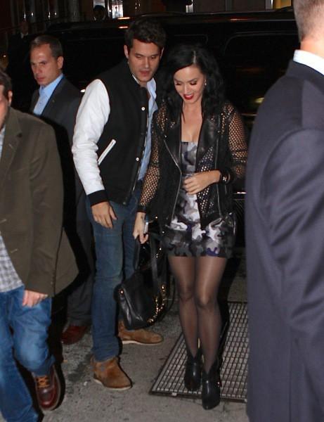 Katy Perry et John Mayer quittant l'after-party de l'émission SNL à New York, le 12 octobre 2013.