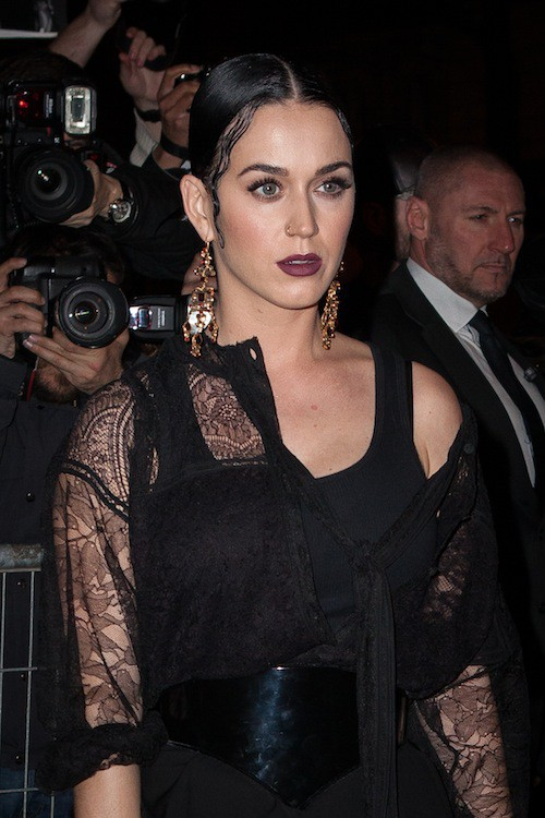 Photos : Katy Perry : poupée gothique chez Givenchy !
