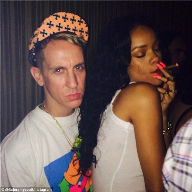 Jeremy Scott et Rihanna lors de l'anniversaire de Walshy Fire au 1 Oak à New York, le 25 avril 2014.