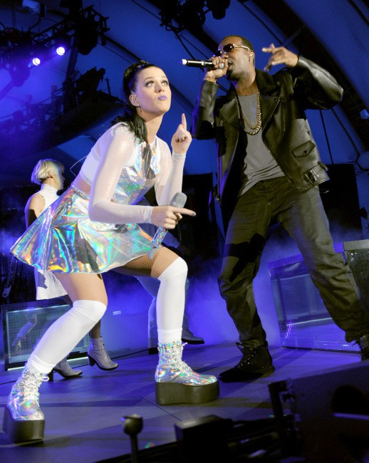 """Katy Perry sur la scène du concert de charité : The Katy Perry's """"We Can Survive"""", à Hollywood le 23 octobre 2013."""