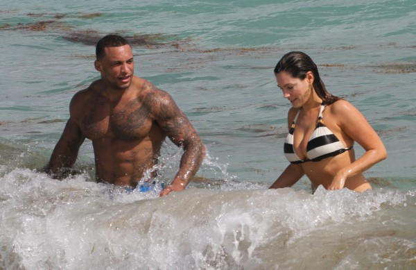 Kelly Brook en vacances à Miami avec son petit-ami David McIntosh, le 3 février 2014.