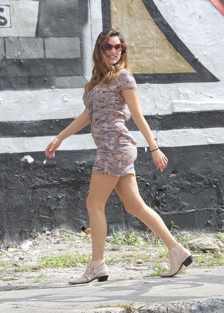 Photos : Kelly Brook : ultra-sexy en maillot deux-pièces, elle ne laisse personne indifférent !