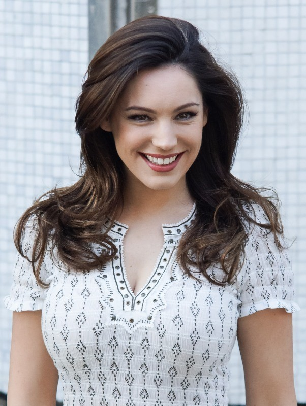 Les plus belles... - Page 2 Kelly-Brook-Londres-7-mai-2013_portrait_w674