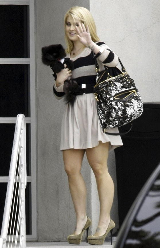 Kelly Osbourne et son adorable chien, à Los Angeles, le 16 mai 2011.