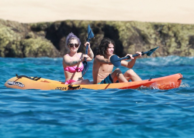 Kelly Osbourne au Mexique avec sa famille et son boyfriend le 23 novembre 2012