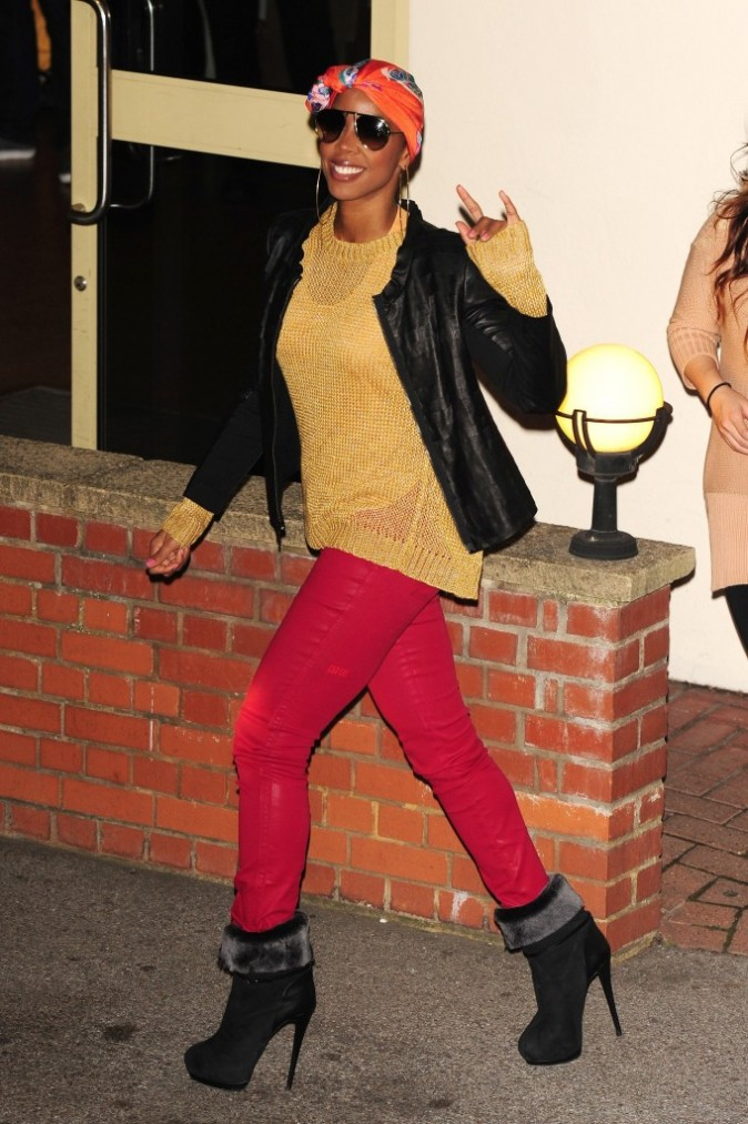 Kelly Rowland sortant des studios du X-Factor à Londres, le 27 novembre 2011.
