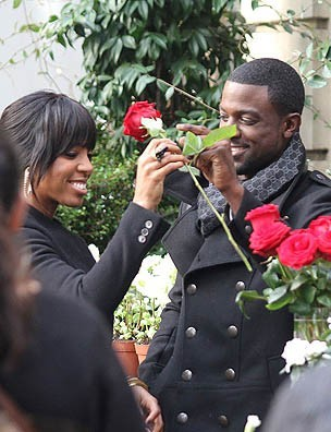 "Kelly Rowland et Lance Gross sur le tournage du clip ""Keep It Between Us"" à Paris, le 23 novembre 2011."
