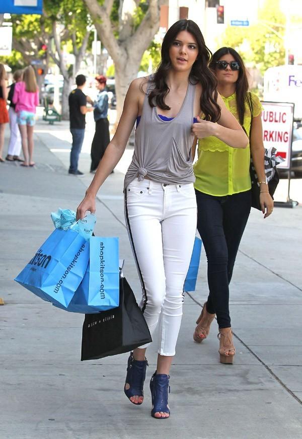 Kendall et Kylie Jenner en séance shopping le 14 juin 2012